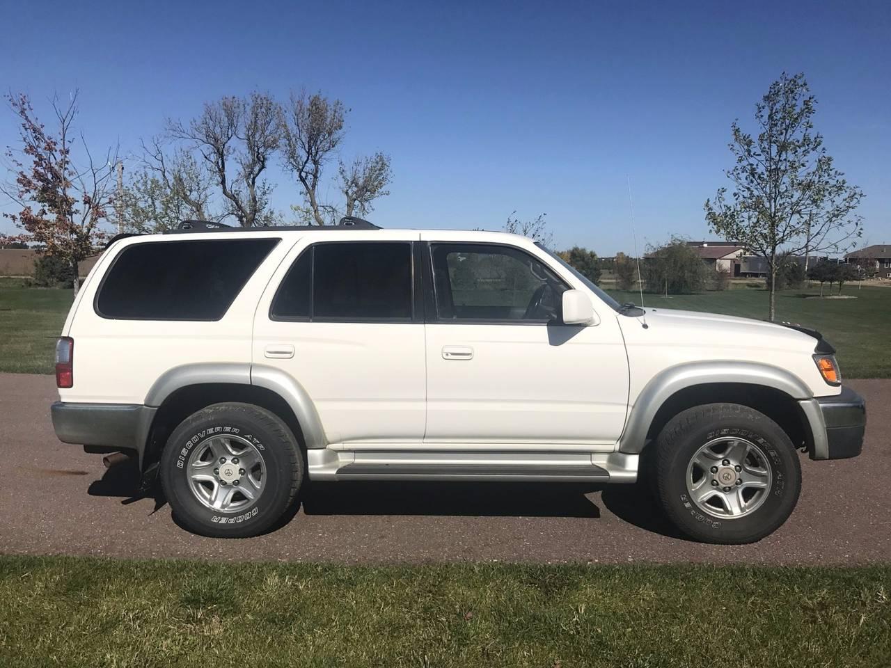 2001 Toyota 4Runner SR5 | Sioux Falls, SD, Natural White (White), 4 Wheel