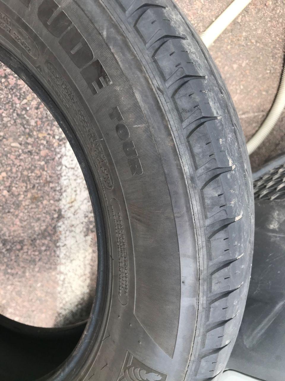 2011 Kia Sorento LX   Salem, SD, Bright Silver (Silver), All Wheel