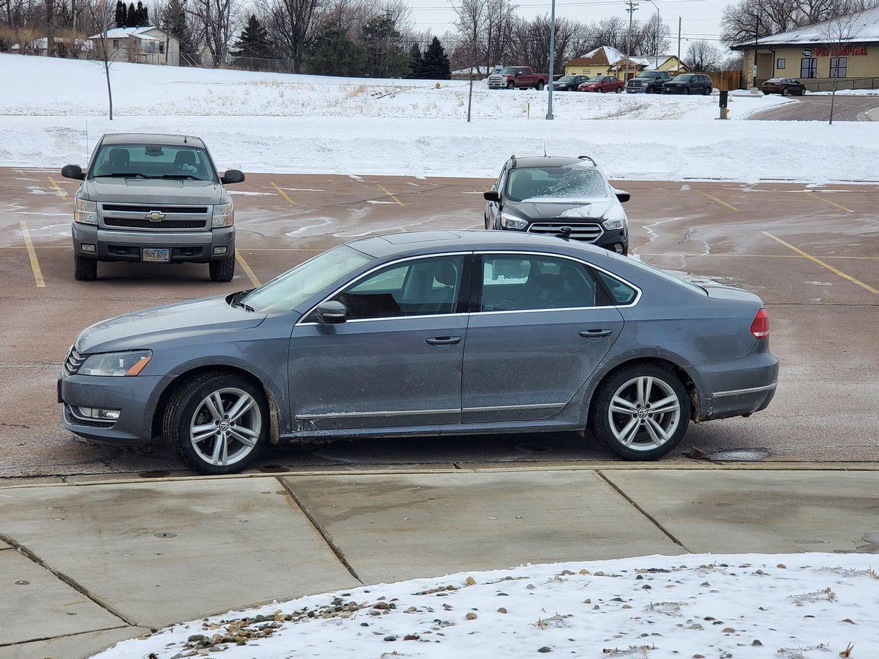 2014 Volkswagen Passat 2.0L TDI SEL Premium | Brandon, SD, Platinum Gray Metallic (Gray), Front Wheel