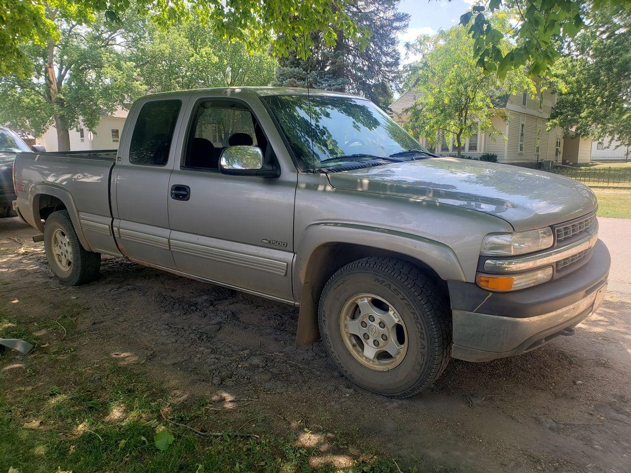 2000 Chevrolet Silverado 1500 LS | Hurley, SD, Light Pewter Metallic (Gray), 4 Wheel